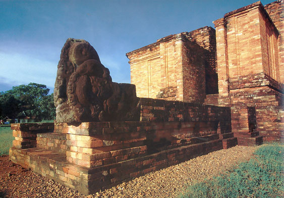 http://basingbe.files.wordpress.com/2008/11/candi-muaro-jambi.jpg
